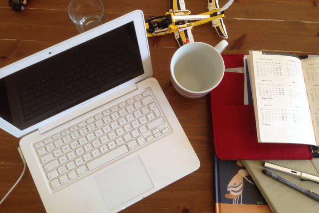Arbeiten im Home-Office mit Kind